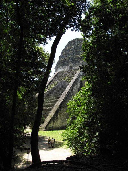 Durchblick in Tikal