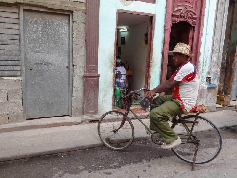 Ein Messerschleifer in den Strassen von La Habana