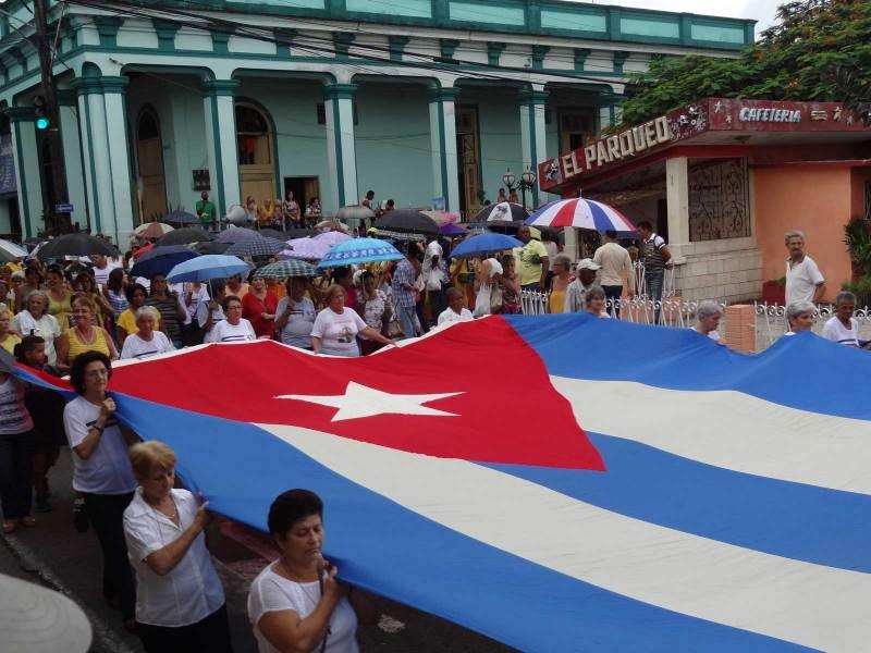 Eine Prozession in den Strassen von Piñar del Rio