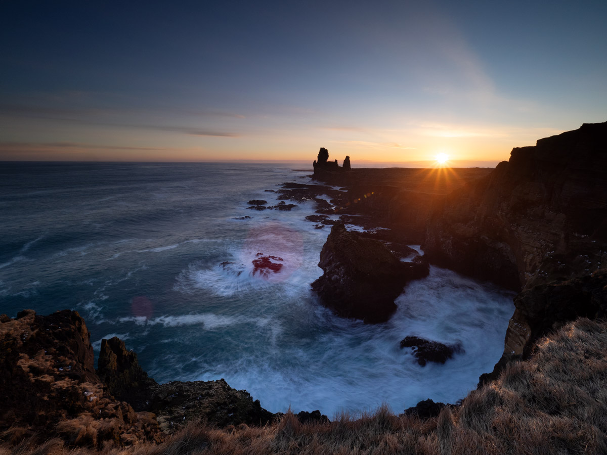 Sonnenuntergang bei den Felsnadeln Lóndrangar