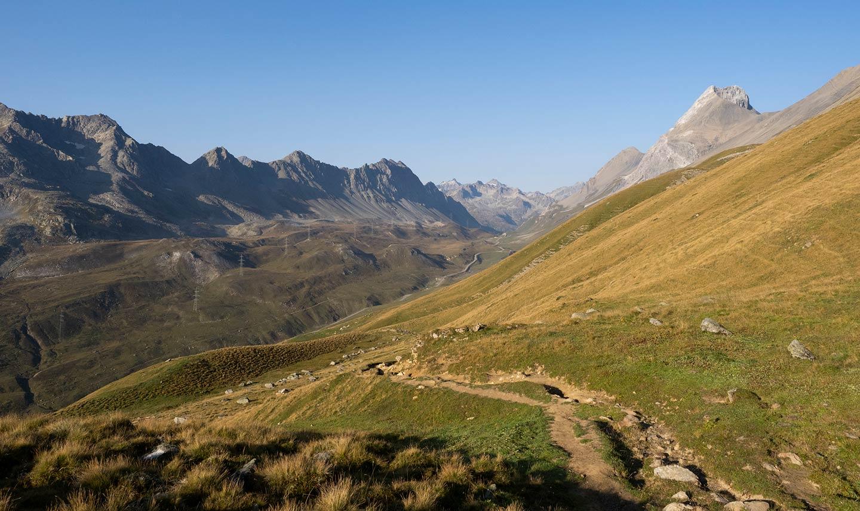 Weg von der Fuorcla Gualdauna hinunter zum Albulapass